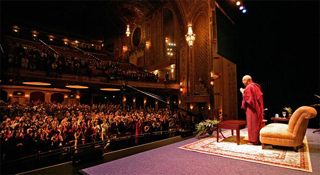 Sa Sainteté le Karmapa au Paramount à Seattle en 2008